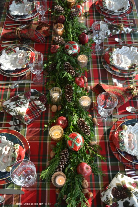 10 Christmas Tablescapes and Place Settings I'm loving