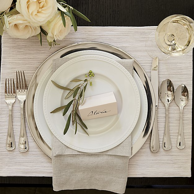 10 Essential Entertaining Pieces to Put on Your WeddingRegistry